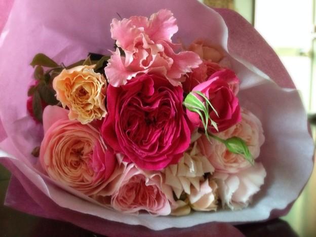 和バラの花束