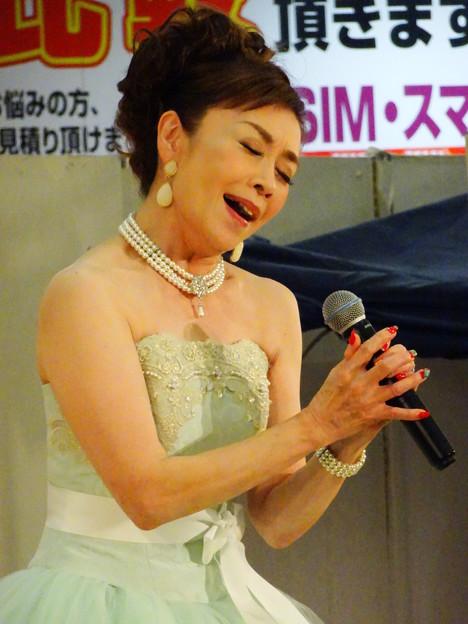 「乙女のワルツ」を唄う伊藤咲子