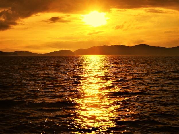 燧灘(ひうちなだ)に落ちる夕陽@瀬戸内海@終戦の日