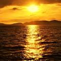 写真: 燧灘(ひうちなだ)に落ちる夕陽@瀬戸内海@終戦の日