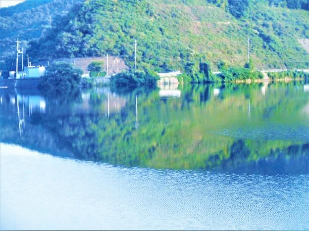 湖畔の秋景@久山田町