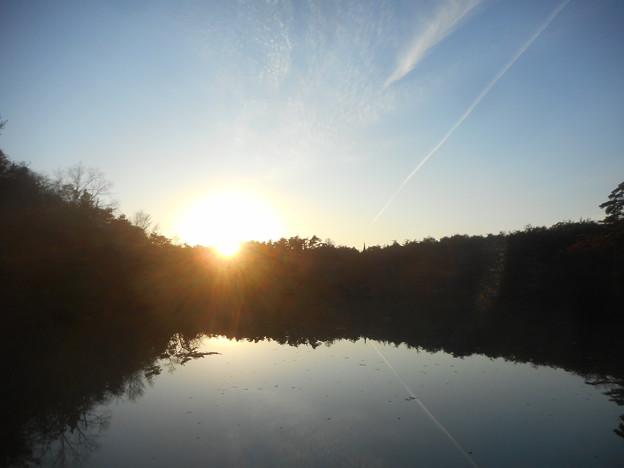 写真: 八注池(やつがいけ)の落日@瀬戸路・鳴滝山