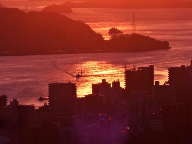 写真: 瀬戸路の師走の夕陽@瑠璃山山頂展望台