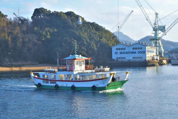 新春の駅前渡船と灯台と向島ドック@瀬戸内海