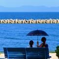 写真: 夏の日差し 海辺のひととき