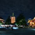 写真: 浅草寺の夜