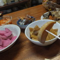 写真: 漬物と煮物のウマイこと!