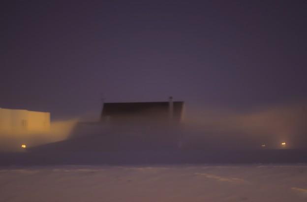 写真: 妖艶の川霧