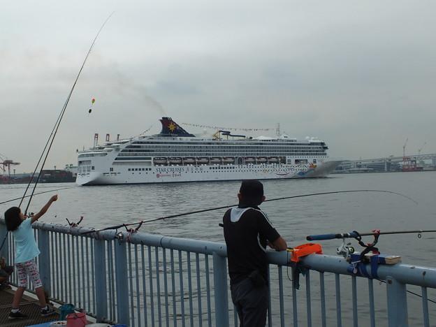 Photos: 客船入港