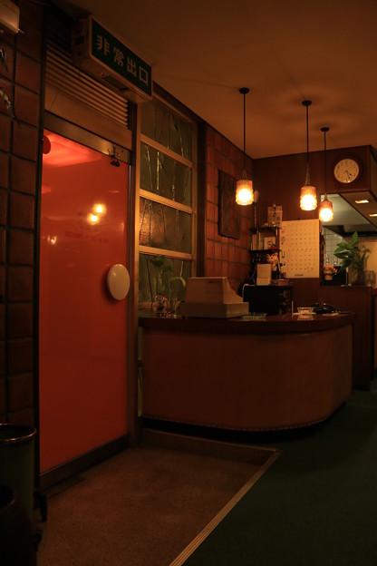Photos: 橙のドア