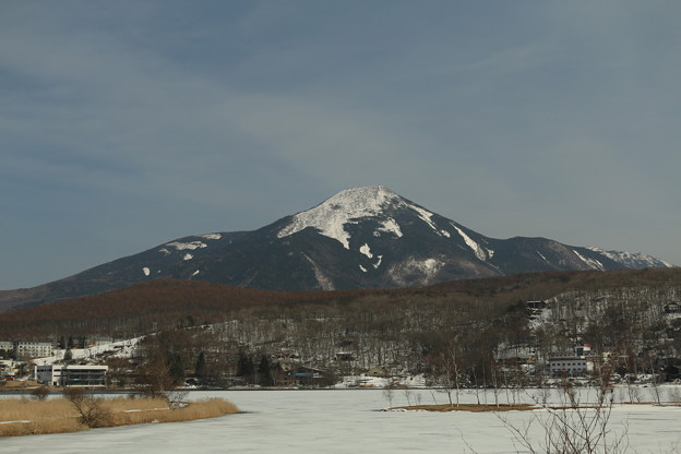 写真: 蓼科山と白樺湖