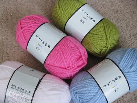 カラフルなアクリル毛糸