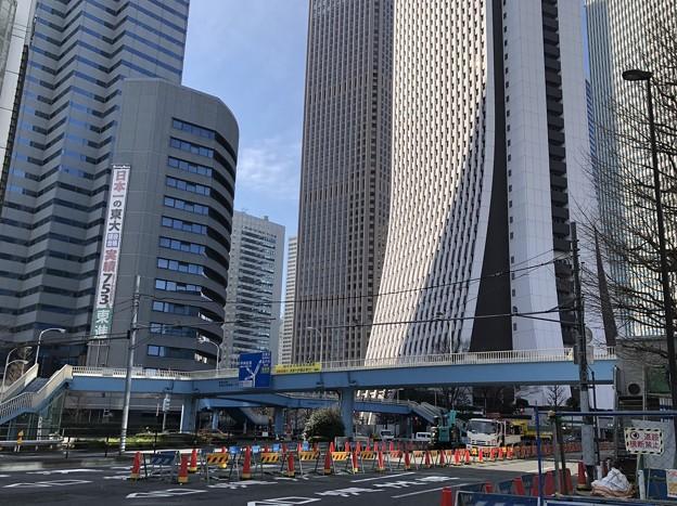 新都心歩道橋下交差点(新宿区西新宿)