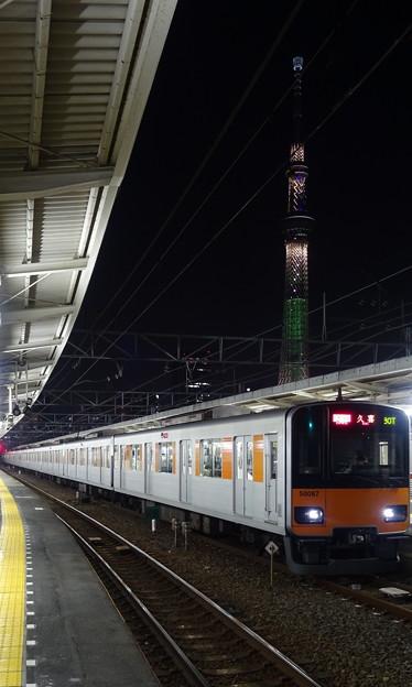 東京スカイツリーと東武鉄道50050系