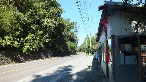 国道沿いのレトロ自販機