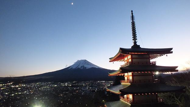 五重塔と富士2