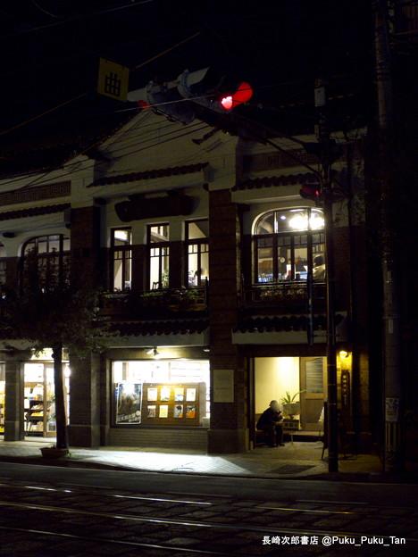 創業140年の長崎次郎書店。