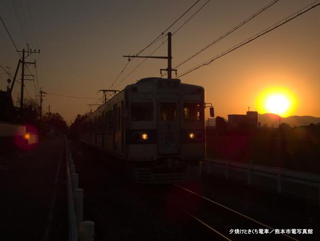 夕焼けときくち電車。