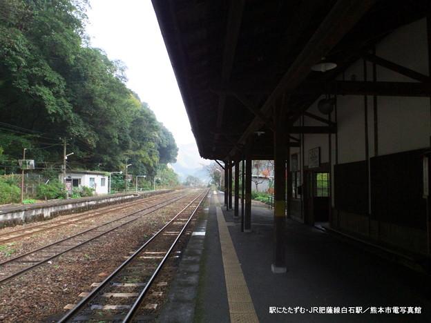 駅にたたずむ・JR肥薩線白石駅。