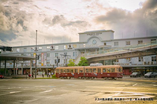 夕方の熊本駅前。