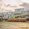 写真: 夕方の熊本駅前。