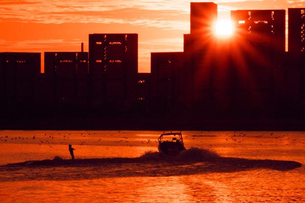 芦屋マンション群に沈む夕日-1