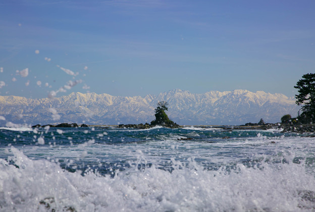 海から 立山連峰(1) 波