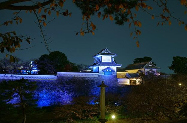 石川門と桜の紅葉