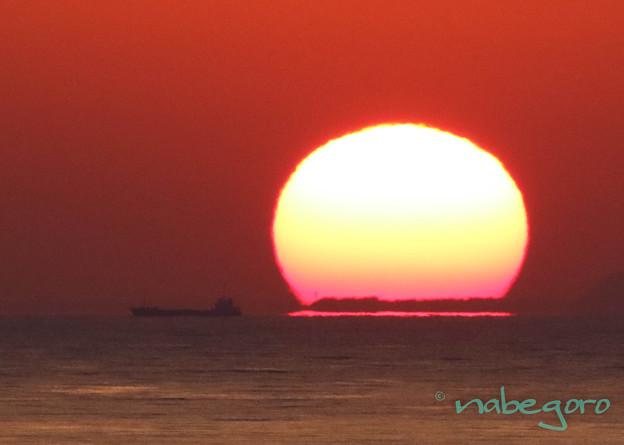 ちょいダルマ夕日とタンカー-2