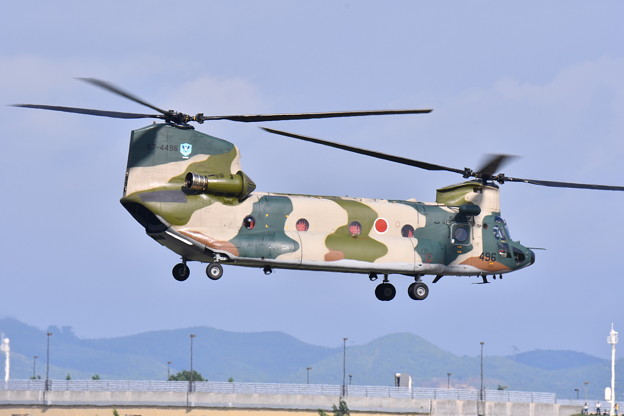 三沢基地へ帰投するCH-47チヌーク。。(^^)