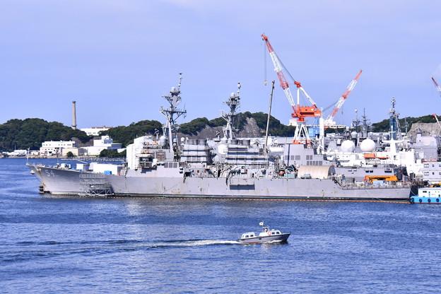 Photos: 横須賀の見慣れない風景 しらせから米海軍駆逐艦を。。201708005