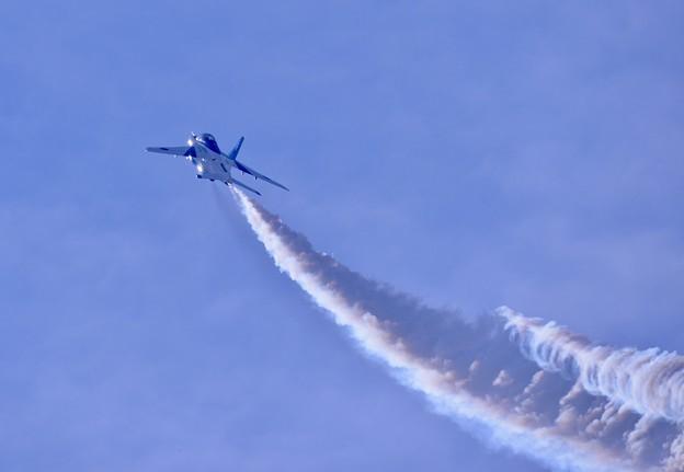 写真: 東松島の青い空へ。。5番機上昇 20170826