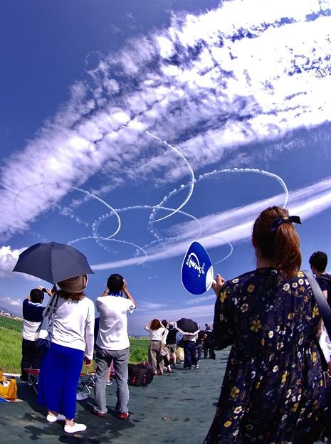 松島基地上空。。復興の願い込めて課目サクラ