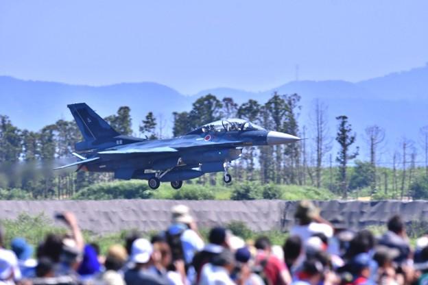 写真: 第24飛行隊F-2B。。アプローチからの。。(^^)