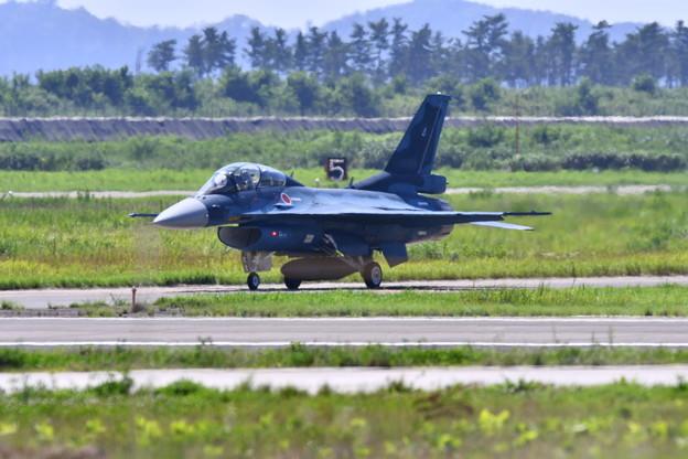 松島基地復興航空祭。。F-2B機動飛行終えて帰投。。