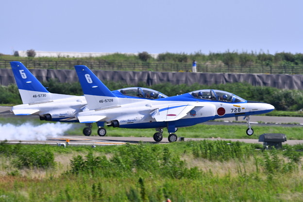 松島基地復興航空祭。。スモーク出して6番機。。ブルーインパルス