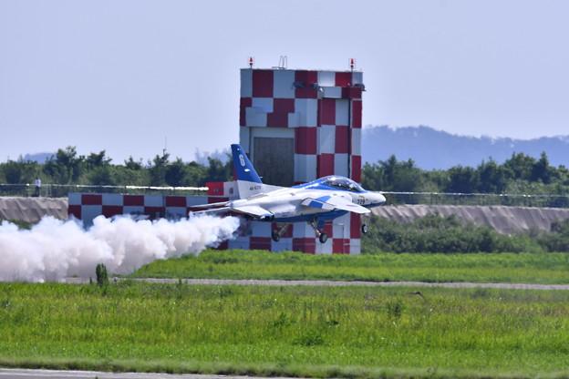 超低空テイク・オフ。。ブルーインパルス6番機