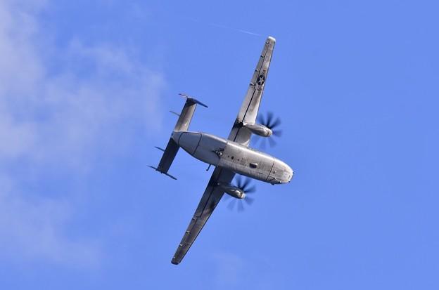 ある日夕方厚木基地。。艦載機 C-2Aオーバーヘッドアプローチへ 20170902