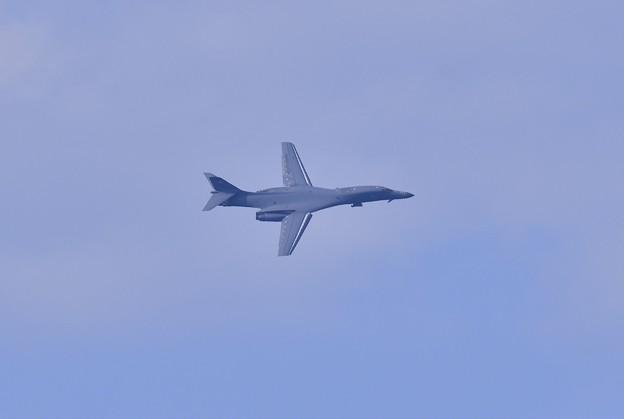 現れないかと思っていた奴が。。グアムアンダーセン基地から死の白鳥。。B-1Bランサー戦略爆撃機旋回