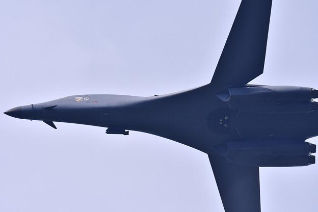 不気味なフォルムの航空機。。グアムアンダーセン基地所属B-1Bランサー戦略爆撃機