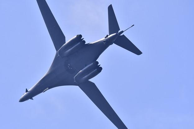 三沢基地の上空を。。オーバーヘッドアプローチへ B-1Bランサー戦略爆撃機