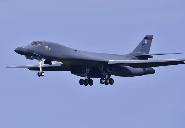 目の前を通り過ぎて戦略爆撃機B-1Bランサー 20170909