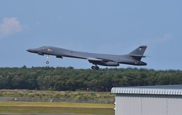 ほんと白鳥のように見えるフォルム 戦略爆撃機B-1Bランサー 20170909