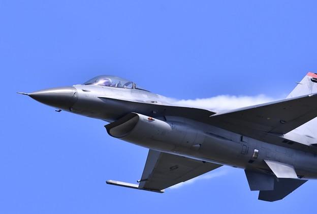 三沢のデモストレーションチームF-16 高速ローパス