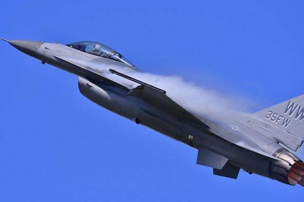 三沢の大空へハイレートへデモストレーションチームF-16