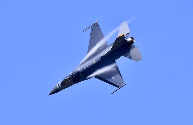 戦闘機で行うきりもみ飛行 さすがパンチさん(^^)