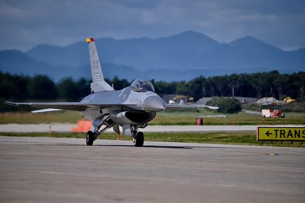 三沢の風景とデモストレーションチームF-16 デモ終えて帰投
