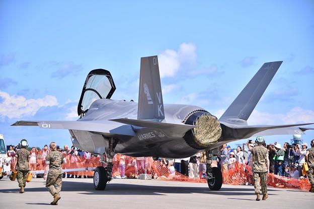 厳重な移動。。ステルス戦闘機F-35B