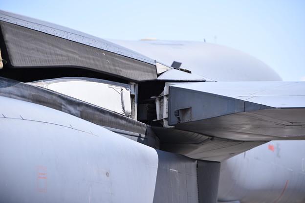 可変するB-1Bランサーの主翼付け根部分 三沢基地航空祭20170910