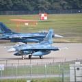 写真: 朝の任務交代作業アラートハンガー F-2 航空祭終えて翌日風味